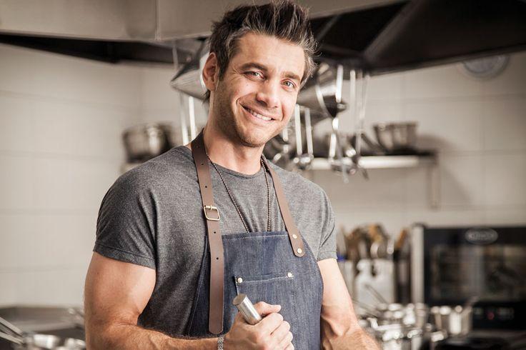 """Contratar a Rodrigo Cascón en World Music BA. Chef y modelo, Rodrigo es parte integral de """"Morfi todos a la mesa""""."""