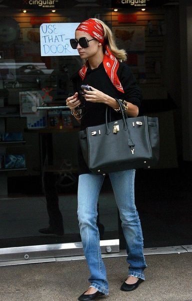 Love this! Hair scarf, huge purse, jeans and flats!