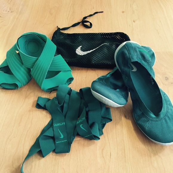 Nike studio wraps for barre or yoga. Includes the wraps and also the arch support ribbons and covering shoes. Wraps are size XS which fits shoe sizes 5-6. Shoes are size 6. I attempted to wear the wraps but I'm a 6.5-7 and they're a bit small. The shoes are new. Teal green/blue color.  Also comes with mesh wash bag.