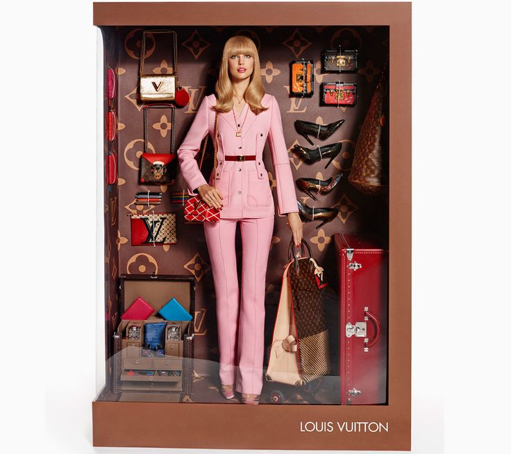 Just like the Barbie dolls at the toy store, supermodels Magdalena Frackowiak and Elisabeth Erm have been packaged like living dolls for the December/January 2015 issue of Vogue Paris
