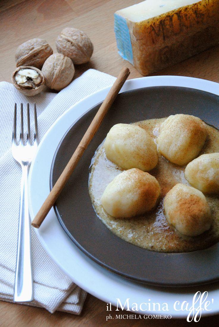 http://ilmacinacaffe.blogspot.it/2017/02/gnocchi-ripieni-di-monte-veronese-e.html  Gnocchi ripieni di Monte Veronese e salsa alle noci - Gnocchi stuffed with cheese (Monte Veronese Dop) and walnut sauce