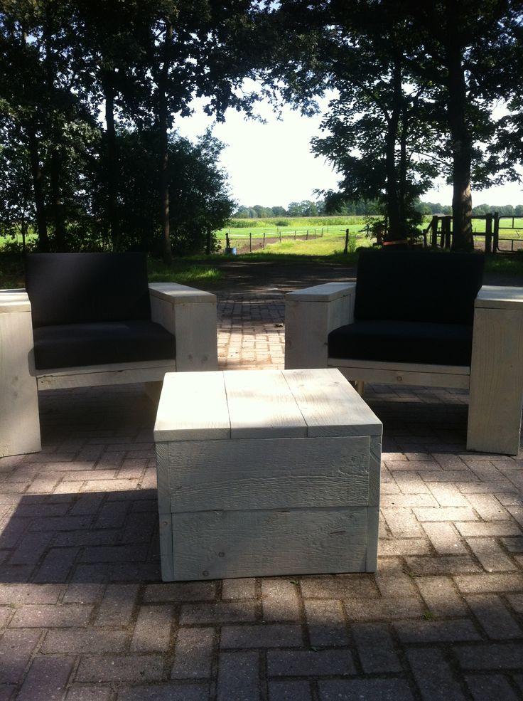 steigerhouten Lounge set met 2 stoelen DeLuxe plus hocker 60×60    n deze lounge set zit u conformtabel in de buitenlucht te genieten van een hapje of drankje. Deze voordelige set bestaat uit twee lounge stoelen Deluxe en een hocker / tafel van 60 x60    http://www.lifestylewoonwinkel.nl/winkel/steigerhouten-lounge-set-met-2-stoelen-deluxe-plus-hocker-60x60/#