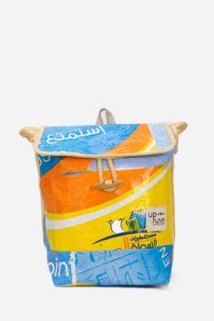 Mochila Upcycling realizada con 30 bolsas recicladas