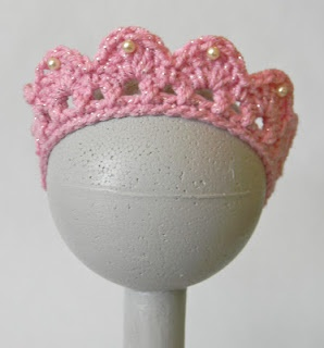 free crocheted tiara pattern .. how cute for a little girls birthday .. or a big girls bachelorette party?