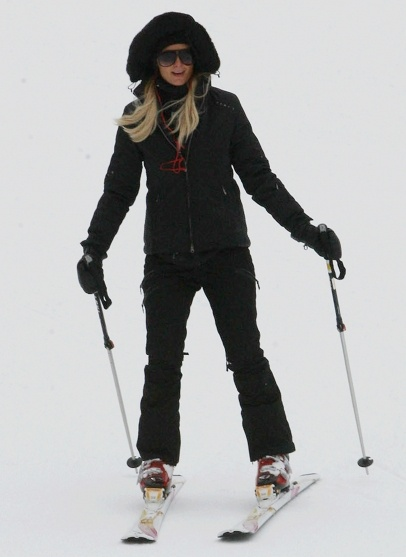 Paris Hilton and River Viiperi heading to the slopes in Aspen, Colorado.
