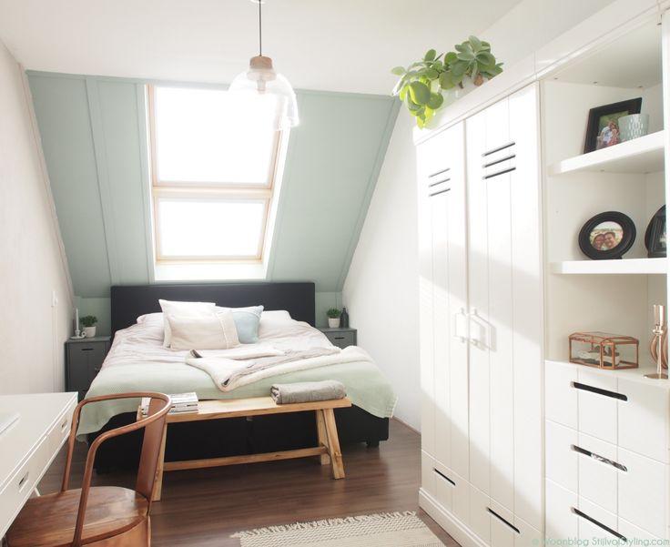 Slaapkamer inspiratie van Stijlvol styling met de kleuren Flexa Early Dew & Urban Taupe. Om te zien of dit ook jouw exacte kleur is kun je de Flexa Kleurtesters gebruiken. Verkrijgbaar online en in de bouwmarkt.