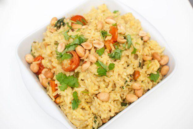BIRYANI: Krydret risrett med koriander, spinat, tomat, gulrot, kokos og peanøtter.