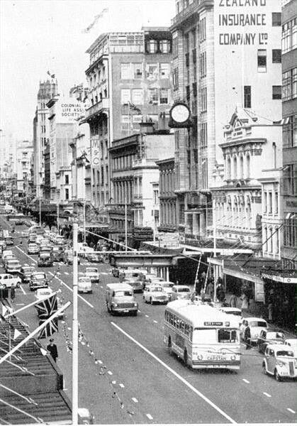 Bill ✔️ Queen Street, Auckland, 1959. Bill Gibson-Patmore. (curation & caption: @BillGP). Bill✔️