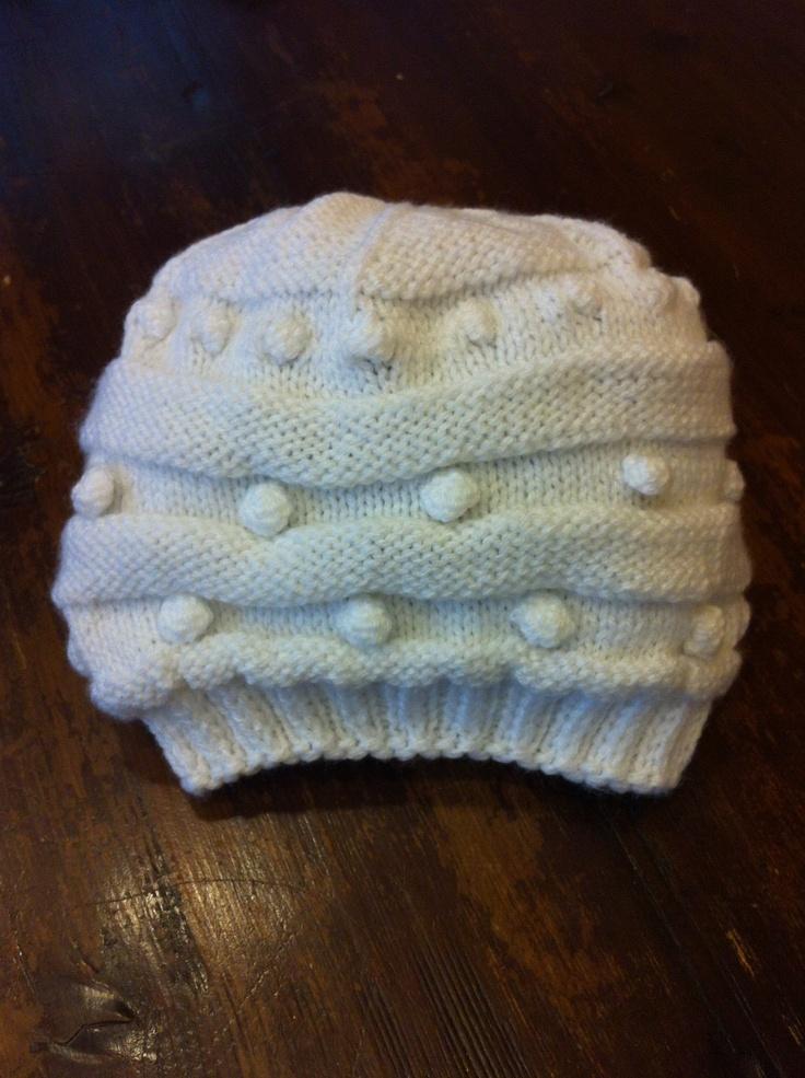 caciula alba tricotata