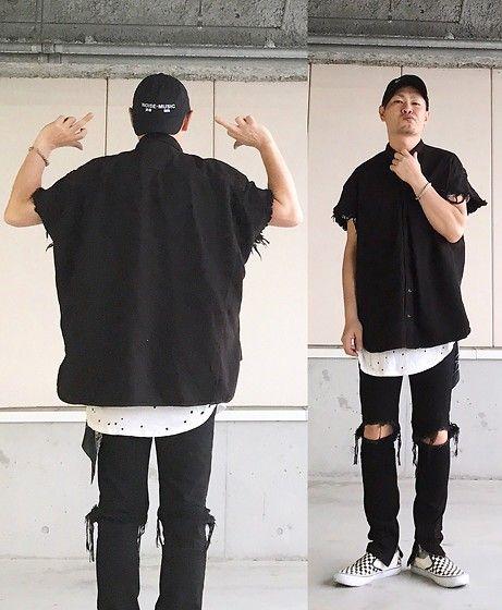 Get this look: http://lb.nu/look/8737365  More looks by Masaki: http://lb.nu/user/5916669-Masaki  Items in this look:  Kollaps Noise Music 実験 音楽, R13 Denim Oversized Denim Shirts, H&M Layer, Mnml Destroy Jeans, Vans 50th   #street #rock #blackandwhite #black #modern #urban #trendy #alternative #normcore