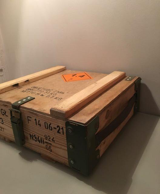 les 25 meilleures id es de la cat gorie caisse militaire sur pinterest stockage chambre de. Black Bedroom Furniture Sets. Home Design Ideas
