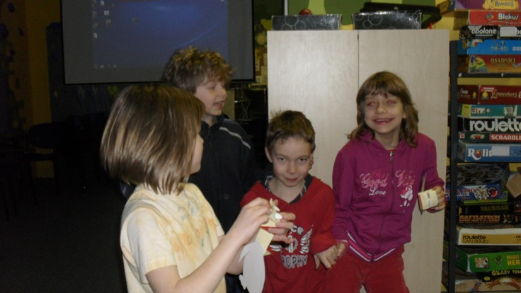 Danielle from England, EVS volunteer in Nachod (Czech Republic).  Her organisation is called Decko (i.e. the letter D for the Czech word for children) and children are at the heart of everthing they do. Here the kids are, pleased as punch with their homemade penguins.