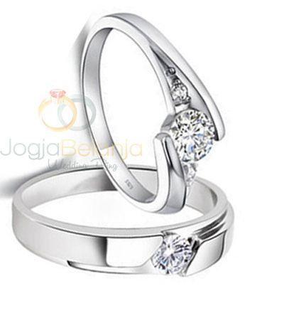 Menawarkan desain yang mewah, Cincin Manessa bisa jadi referensi pilihan cincin pernikahan anda. Detil yang unik dikerjakan dengan apik oleh perajin perak profesional Kotagede. Batu zircon putih sebagai ornamen utama semakin berkilau dengan finishing kilap pada kedua cincin. Bagi anda pasangan yang menjelang hari bahagia bersama pasangan, cincin perak ini bisa anda jadikan pilihan. Hubungi...  Read more »