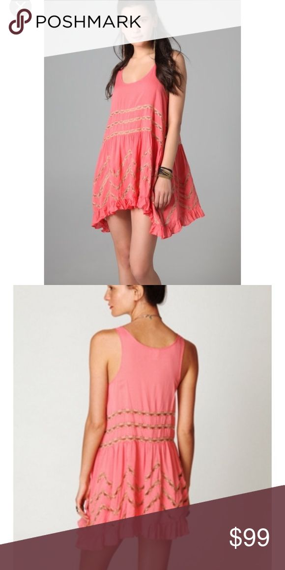 Free People First Run Trapeze In Coral/Pink Free People First Run Trapeze In Coral/Pink, size m; 💕This First Run Trapeze Tank Dress is, in comparison to the newer ones esp, are cut wider in the chest and are buttery soft! This just isn't my color I bought for a reverse dye but am more behind than I thought! 💕 Free People Dresses