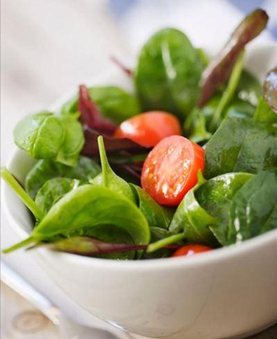 Enriqueça sua dieta com chia de oito maneiras diferentes 07 Utilize em saladas - Foto Getty Images