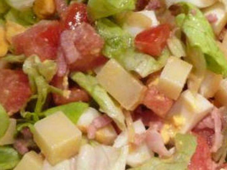Découvrez la recette Salade franc-comtoise sur cuisineactuelle.fr.