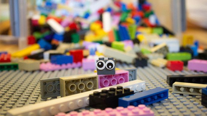 Theoloog Kaj ten Voorde ontdekte dat het gebruik van LEGO de handen èn harten vrijer maakt. Kerken opgelet!