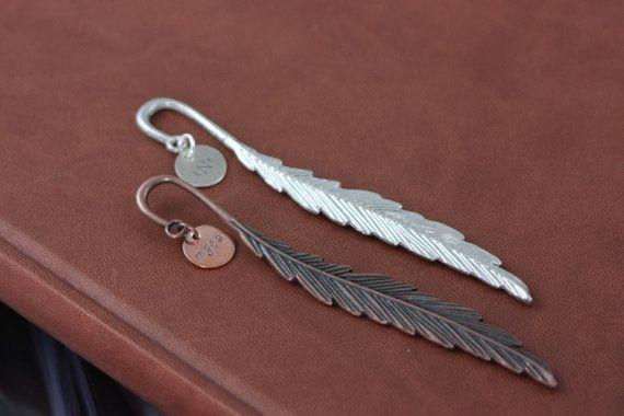 VERKOOP - Feather Bookmark - gepersonaliseerde Gift - Grad Gift - Metal boek Mark - monogram initialen - boek Mark Gift - Reader - leraar Gift