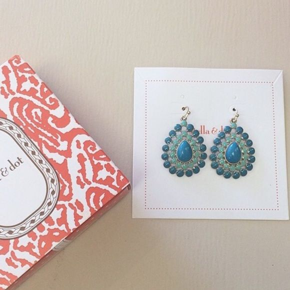 Stella and Dot earrings Lovely earrings from Stella and Dot! Charlize drop . Worn however they are in great condition. Perfect for your summer look! ☀️ Stella & Dot Jewelry Earrings