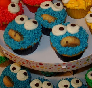 Miniature Cookie Monster Cupcakes....a tutorial