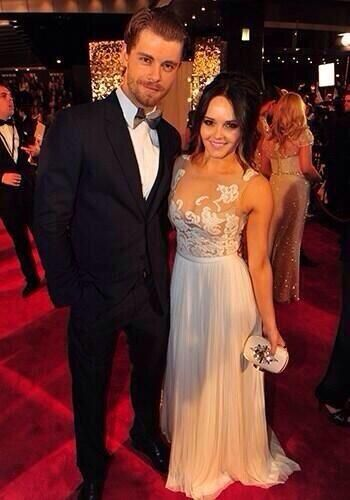 Luke Mitchell and Rebecca Breeds at the 2014 Logies - THE CUTEST COUPLE EVER OMG