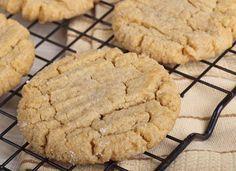 Me encanta esta receta, pues deliciosa y prepararla no podría ser más sencillo. Se trata de unas galletas con 3 ingredientes, es algo rápido y muy sencillo de realizar, incluso pueden prepararlas los niños de la casa.Ingredientes:1 taza de azúcar1 taza de mantequilla de maní1 huevoPreparación:Comienza precalent