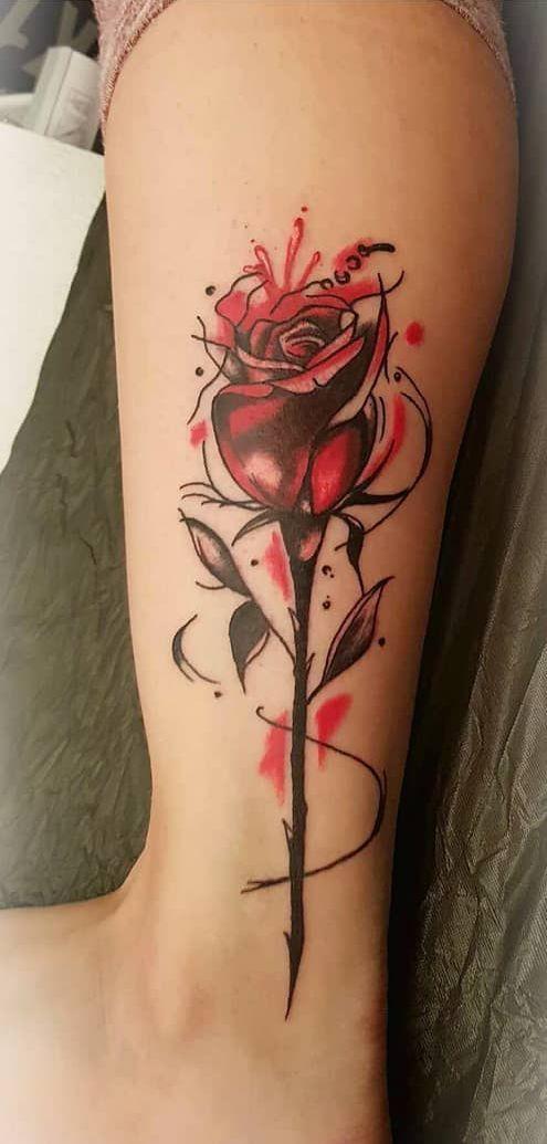 die besten 25 tatoo rosendesigns ideen auf pinterest rose tattoo unterarm schwarz rot tattoo. Black Bedroom Furniture Sets. Home Design Ideas