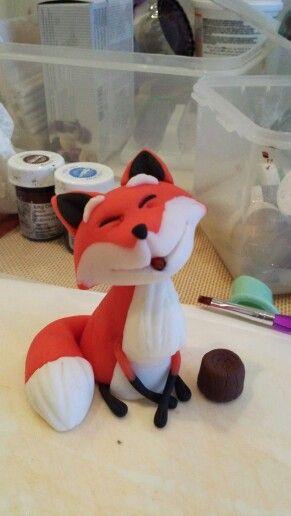 Fox fondant cake figurine