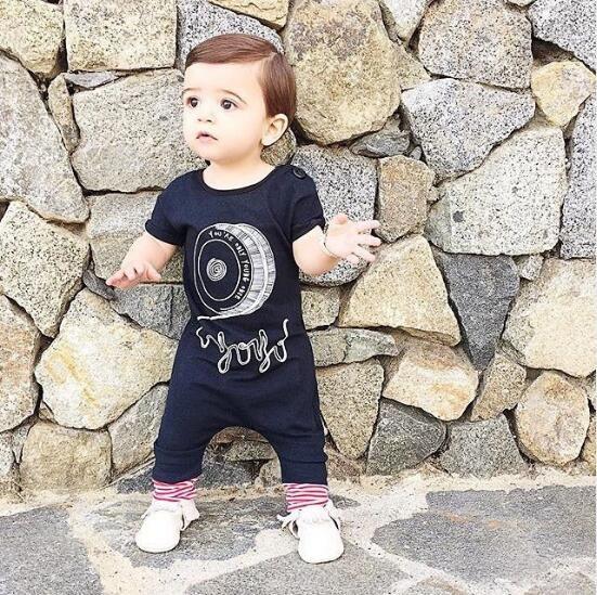 Купить 2016 новый летний стиль baby boy девушка ползунки одежда для новорожденных черный комбинезон новорожденных одежда с коротким рукавом один кусок костюм младенца costmesи другие товары категории Десткие комбинезоныв магазине H&Y storeнаAliExpress. одежда вешалка и костюм куртка