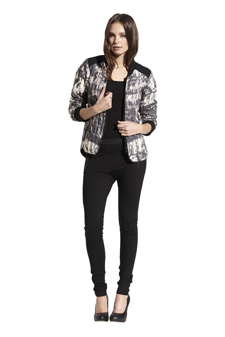 Boa tank top i sort, Fia jacket og jersey leggings i sort. Køb det på http://www.blackswanfashion.dk/ Boa tank top in black, Fia jacket and Action jersey leggings in black. Buy it on http://www.blackswanfashion.com/ #quiltedjacket #marblejacket  #greatprintedjacket #jacketwithpockets #ribjacket #cosyjacket #nicedetailedjacket #springsummerjacket #beautifuljacket #cooljacket #fashionablejacket #designjacket #blackjerseyleggings #fittedleggings #niceleggings #simpleleggings