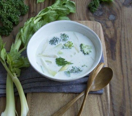 Zupa brokułowo-selerowa - Przepisy.Trawa cytrynowa nadaje tej zupie egzotyczny posmak. Zupa brokułowo-selerowa to przepis, którego autorem jest: Magda Gessler