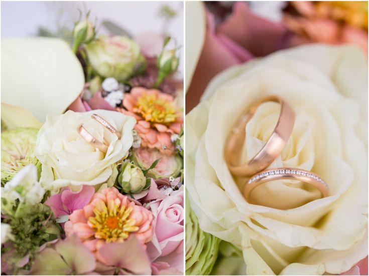 Wie wir Ringfotos / Ringshoots lieben. Und der Strauß war einfach ein Traum. Brautstrauß mal anders.