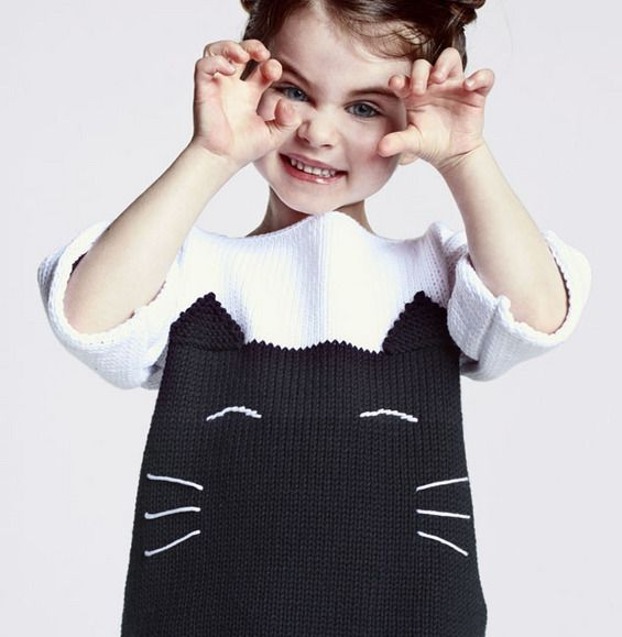Craquez pour ce petit modèle de pull fille, tricoté en 'Phil thalassa', coloris noir et blanc. Tricoté en jersey, le jacquard en tête de chat est réalisable par toutes les débutantes. Lancez-vous !Modèle tricot n°01 du catalogue 109 : Faciles à tricoter, Femme et Enfant, printemps/été 2014