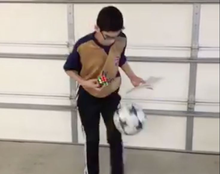Reading, solving a rubix cube and juggling requires a lot of attention. Watch 12-year-old Jonathan do all three of those things at once. #soccervideos #juggling #mustseevideos