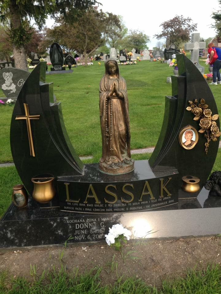 At Resurrection Catholic Cemetery And Mausoleums In Justice Illinois Usa Monument Grabstein Welt