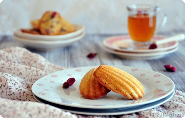 Raspberry and Rose Madeleine to welcome Spring!: Baking Bit, Rose Madelien, Recipes Food, French Cuisine, Cuisine Francais, Roses, Rose Madeleine, Favorite Recipes, Raspberries Rose