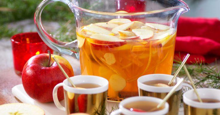 Gör enkelt en frisk och god glögg med smak av äpple, ingefära och kardemumma!