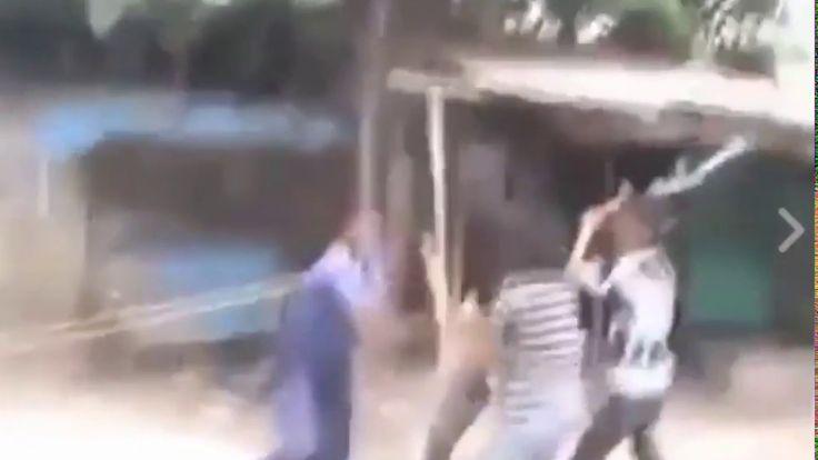 এবার পুলিশ পেটনি খেলো আওয়ামী লীগের ছেলেদের হাতে The police beat up the b...