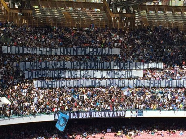 4 FOTO - Napoli-Verona, lungo striscione in Curva B al San Paolo