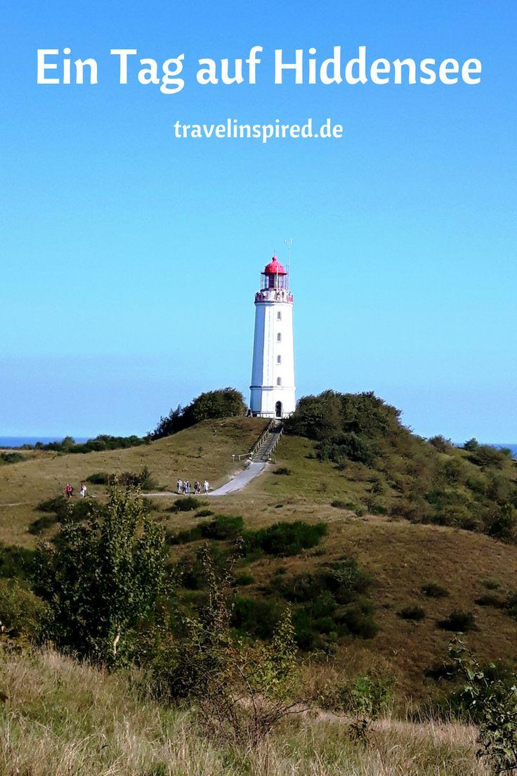 Die autofreie Ostseeinsel Hiddensee ist ein Naturparadies. Heidelandschaft, Schafe, Steilküste und Leutturm. Du erreichst die Insel am besten mit der Fähre  ab Schaprode auf Rügen. Um die Insel zu erkunden, kannst du dir Vorort ein Fahrrad leihen.