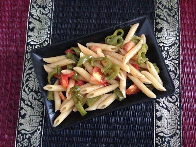 Penne ai peperoni lunghi verdi peperoncino e pomodoro