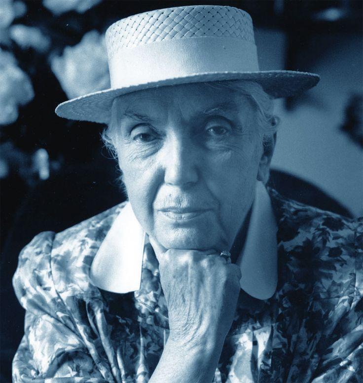 Storia, vita e biografia di Lalla Romano, con le sue poesie e i suoi romanzi più celebri. Fu poetessa e scrittrice, giornalista e aforista.