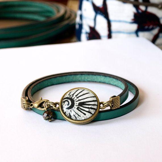Bracelet design graphique en cuir bleu glacé bracelet