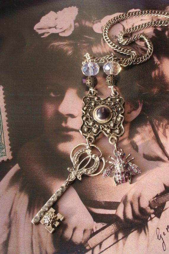Bee jewelry Ann Boleyn Bee necklace  Key necklace Vintage