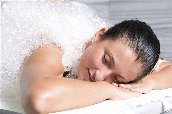 Kese yapın, sıcak ve soğuk duş alın.