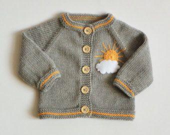 Articles similaires à Cardigan fille rose prune / merino laine / Bébée fille, vêtement / nouveau-né veste en tricot sur Etsy