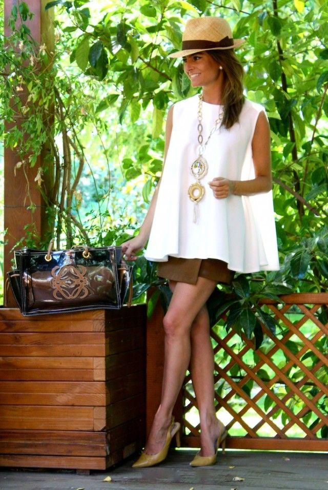 Fashion and Style Blog / Blog de Moda . Post: Garden / Jardin .More pictures on/ Más fotos en : http://www.ohmylooks.com/?p=23888 .Llevo/I wear: Skirt/Pants : Stradivarius (sales) ; Blouse : Oh My Looks Shop (info@ohmylooks.com) ; Necklace /Collar : Comprado en un viaje a Aruba ; Bag / Bolso : Loewe ; Shoes / Zapatos : Pilar Burgos.