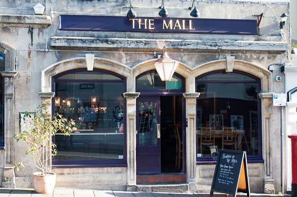 **The Mall, Clifton BRISTOL. Good for dogs, Sunday lunch, puddings after clifton walks.