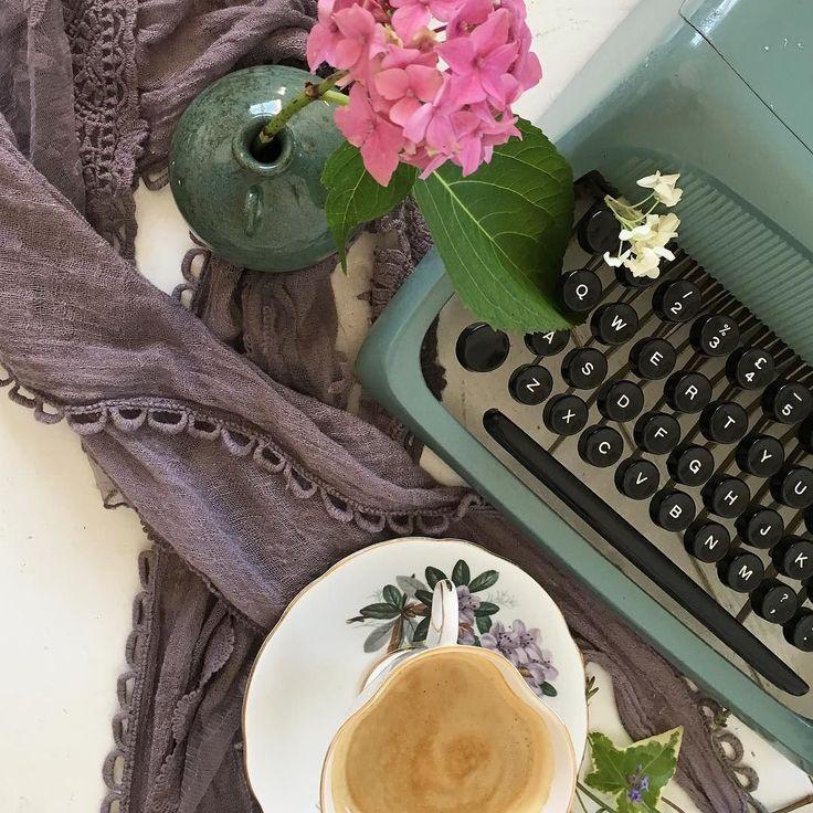 Wedding Altar Design Resource: Best 25+ Home Altar Ideas On Pinterest