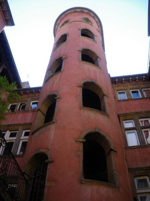La tour rose Lyon France